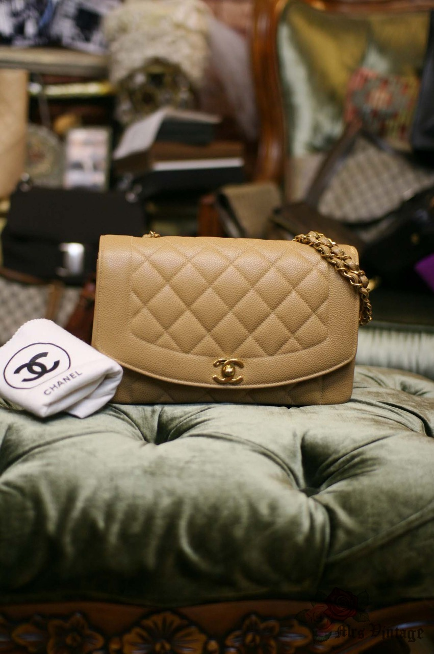 2be3a27edfa0f7 Chanel Caviar BEIGE Vintage Quilted Classic Diana Flap Bag RARE ...