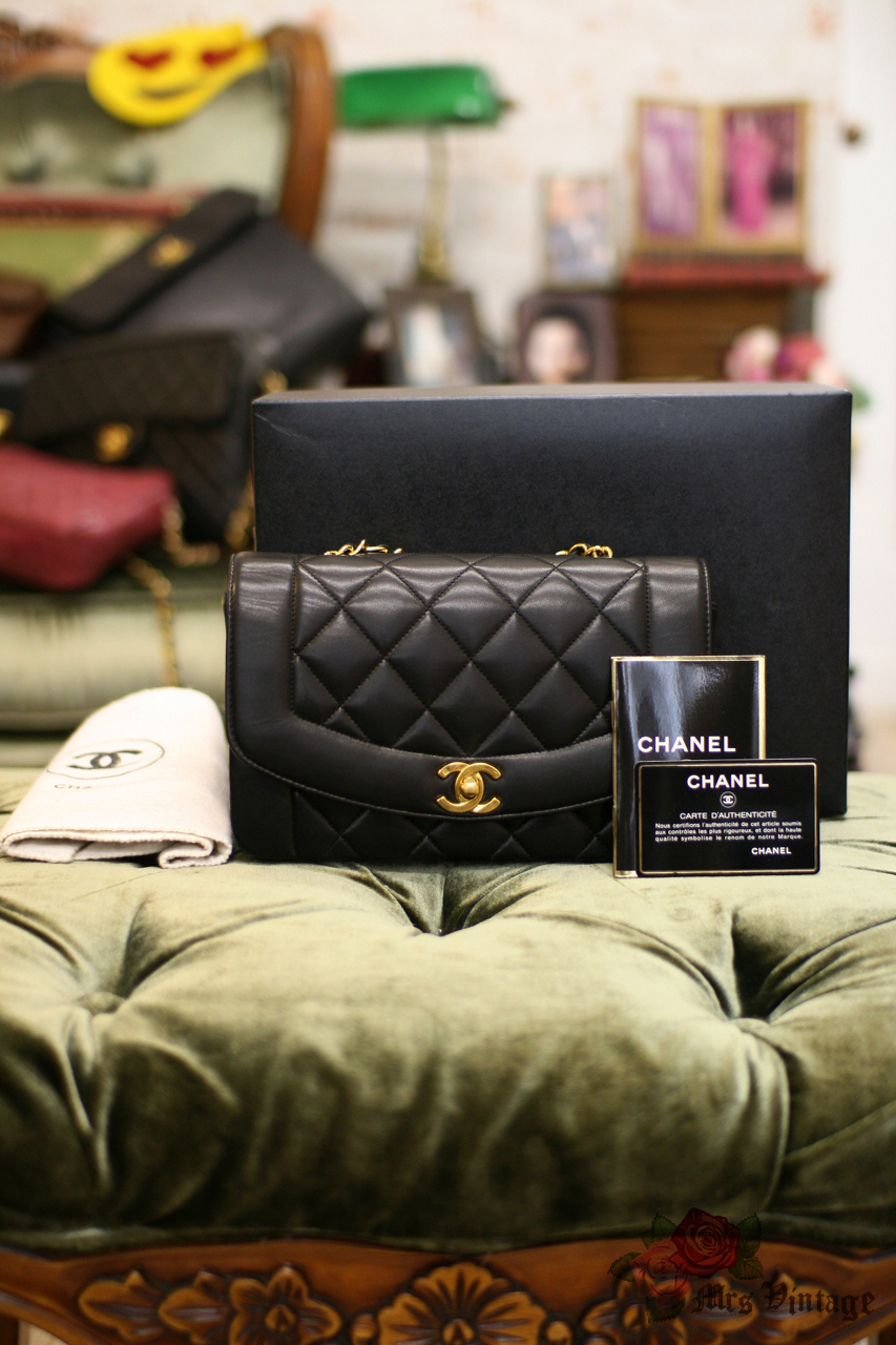 39be1cc36739a5 Vintage Chanel Black Lambskin Quilted Leather Diana Bag Gold Chain CC 23cm  Wide