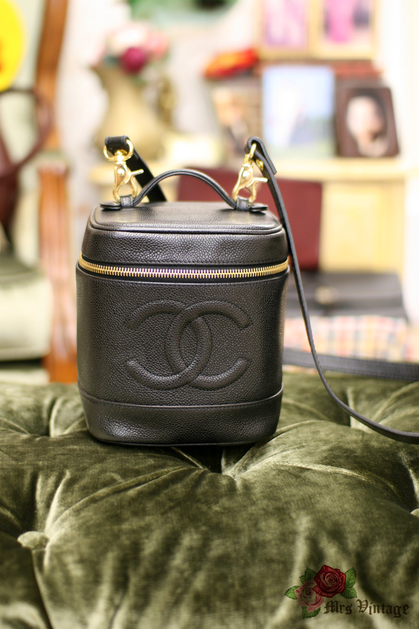 f993c7626998ec Chanel Caviar Leather Vanity Case Bag With Leather Strap #005 - Mrs ...