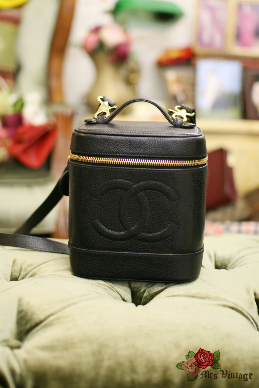 eeefa288eed4 Chanel Caviar Leather Vanity Case Bag With Leather Strap #006 - Mrs ...