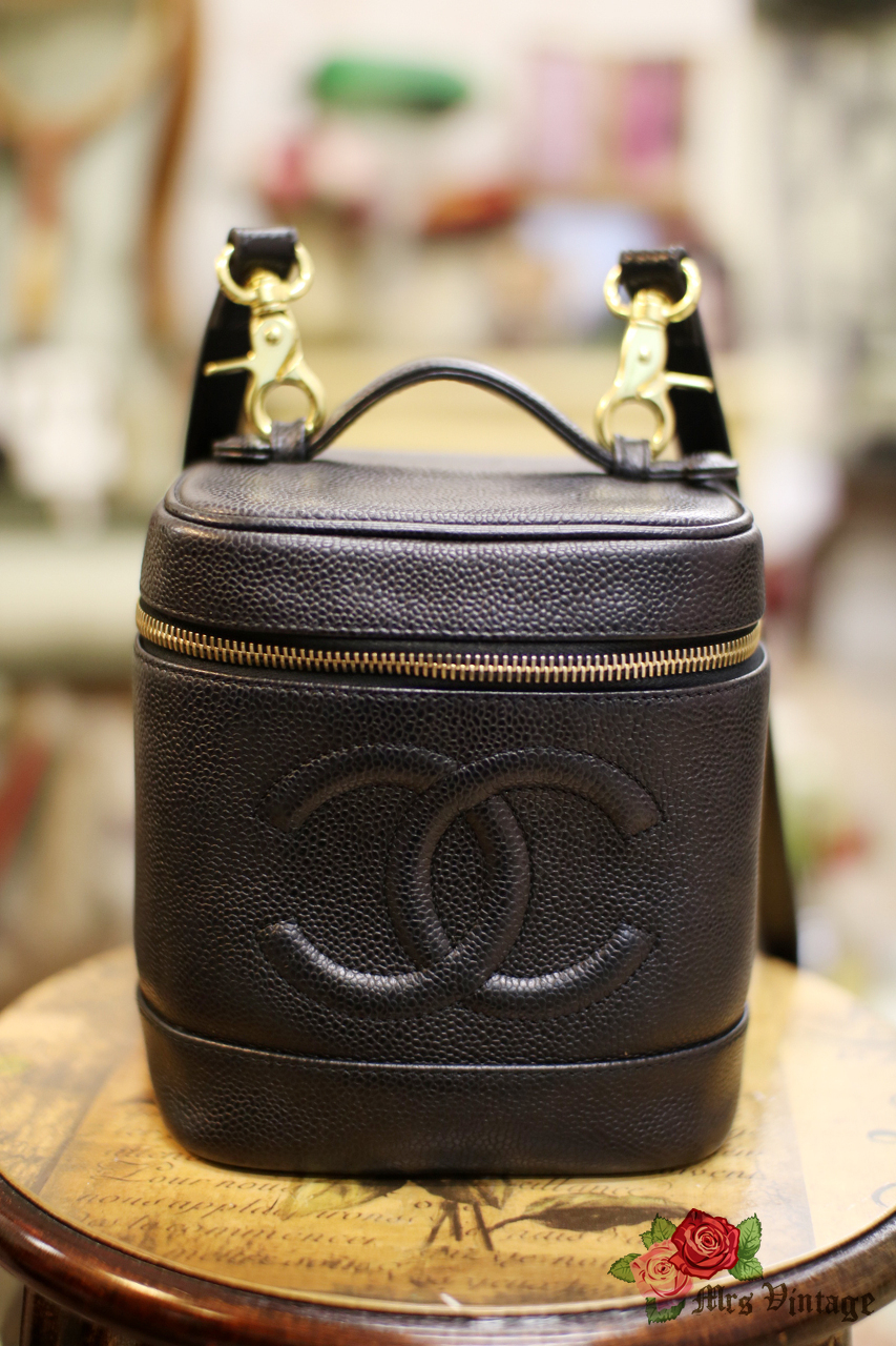 c010954cc94db6 Chanel Caviar Leather Vanity Case Bag With Leather Strap #015 - Mrs ...