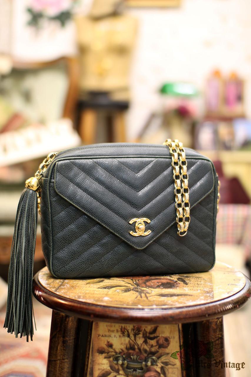 545e3f0dfb84 Vintage Chanel Forest Green Chevron VStitch Caviar Leather Fringe Bag
