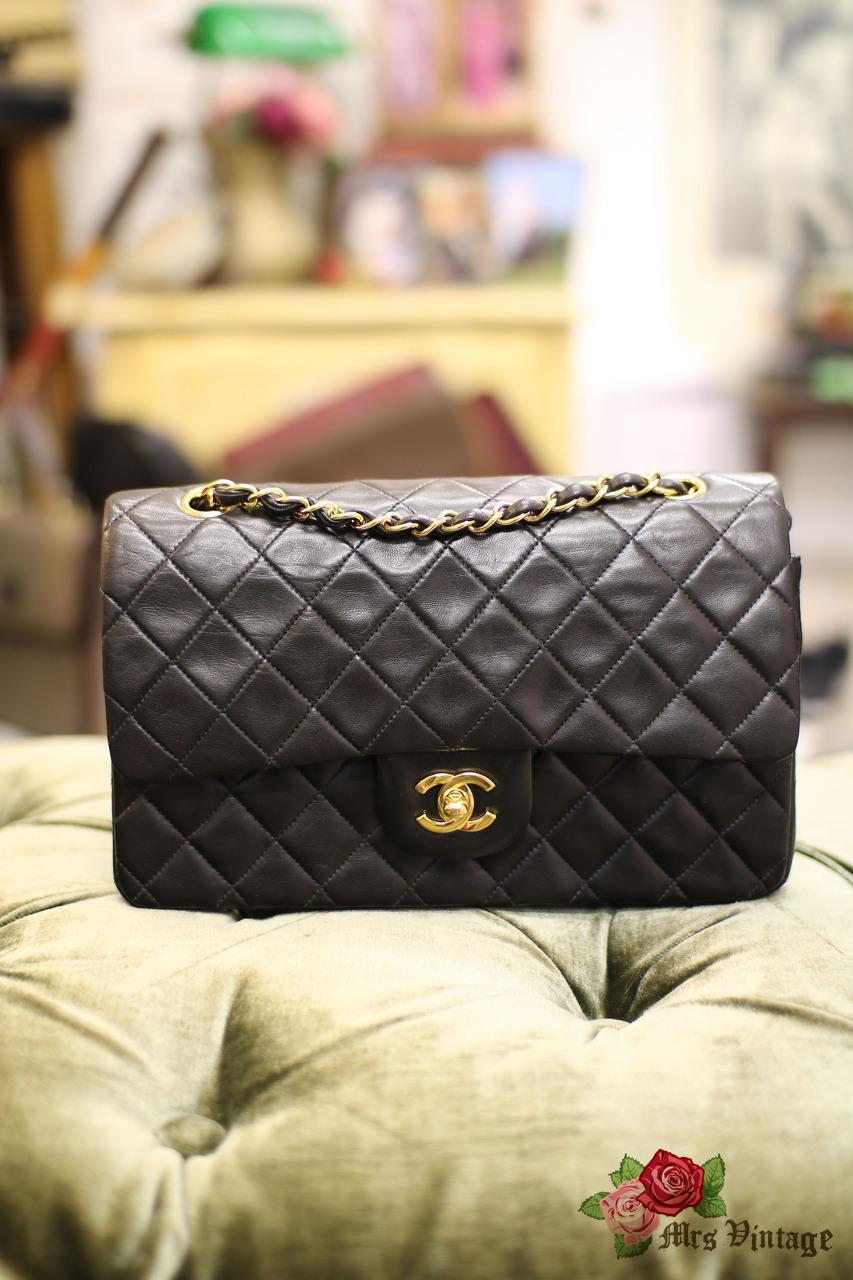17b76c0e0 Vintage Chanel Black Quilted Leather 2.55 Shoulder Bag CC Gold Chain 25cm  Wide