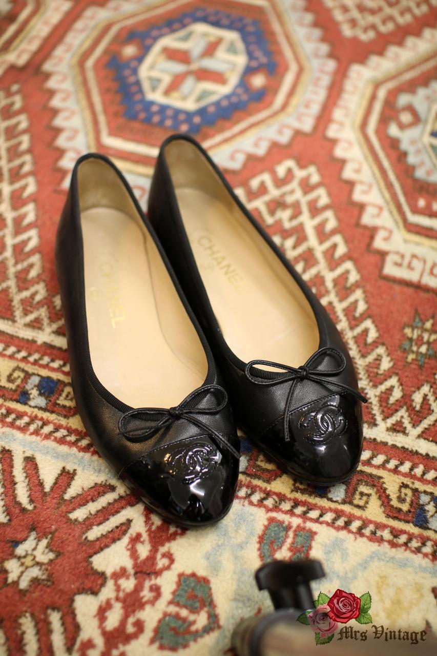 Pre Owned Chanel Black Lambskin Flats
