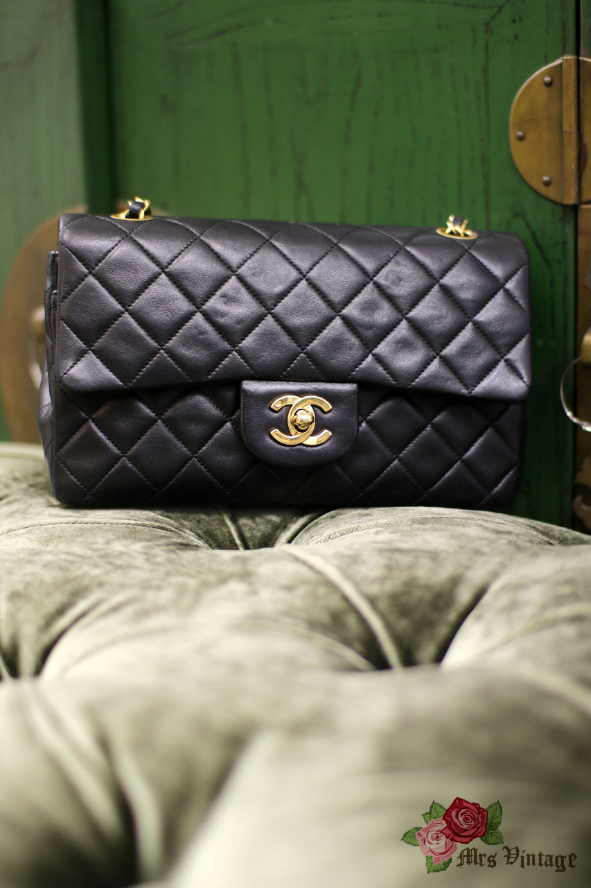 3c3bee55b1c3dc Vintage Chanel 2.55 Double Flap Black Quilted Leather Shoulder Bag 23cm  Small