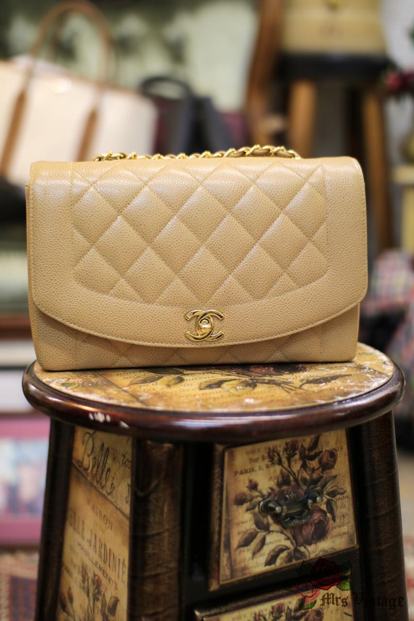 7098d45fc4cc Chanel Caviar BEIGE Vintage Quilted Classic Diana Flap Bag RARE ...